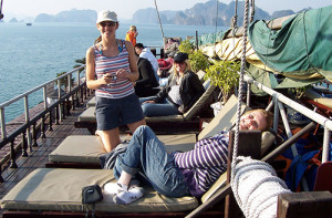 halong-bay-cruise-dragon-pearl-top-desk