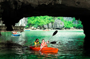 ha-long-bay-Kayaking
